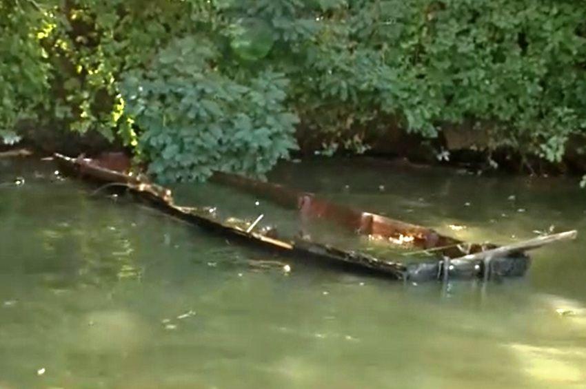 Videó a tiszai hajóbalesetről: motorcsónak gázolt át ladikban ülő horgászokon