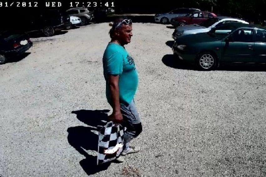 Ez a férfi ellopott egy slusszkulcsot a Derítő-tónál