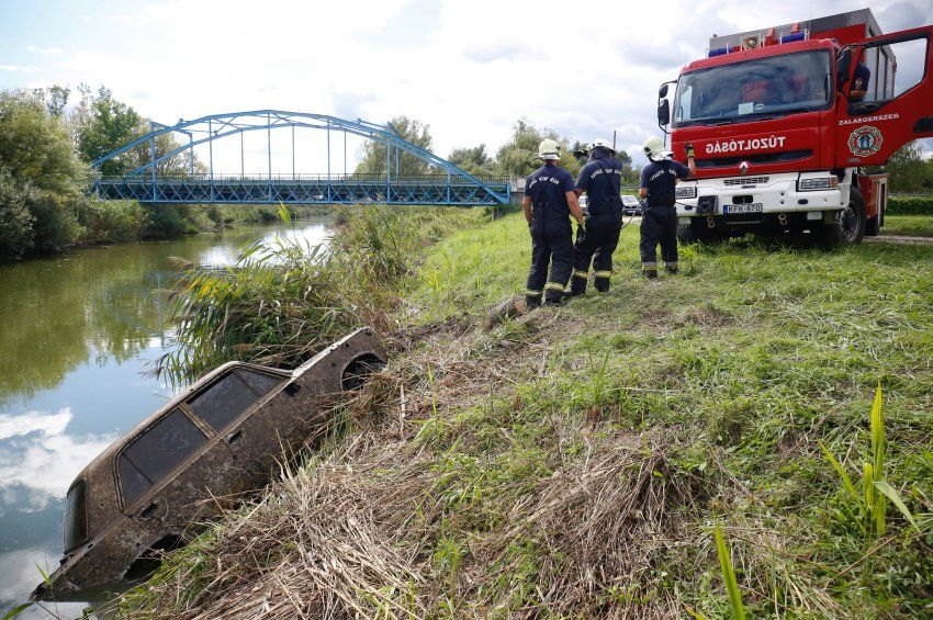 Húsz éve ellopott autót találtak a Zala folyóban