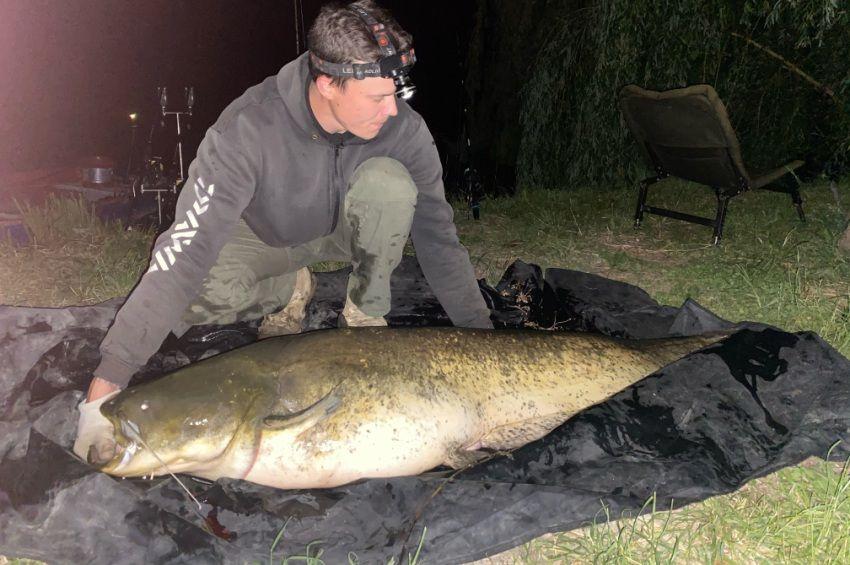 Revansot vett a vízbe rántott horgász