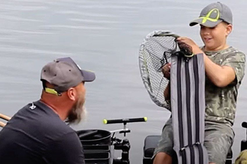 12 éves, a felnőttek között versenyez, és minden pénzét a horgászatra költi
