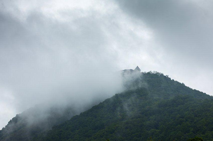 A nap képe: Felhők között a visegrádi fellegvár
